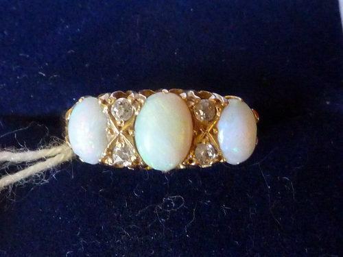18ct Gold Diamond & Opal Ring