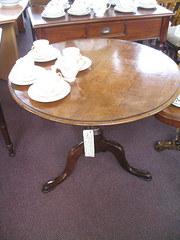 19th century Tilt top table