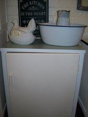 3 Retro Kitcken Cabinets