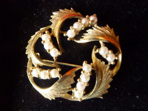 9ct Gold Brooch With Pearls
