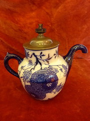 Doulton self pouring tea pot