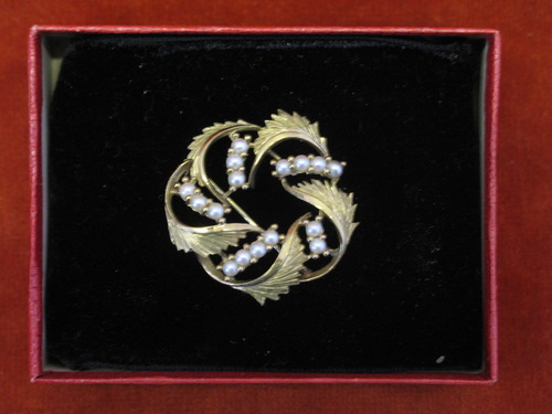 9ct Gold Feather Scroll Brooch