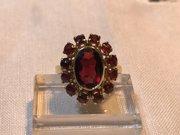 Stunning Vintage Rich Red Garnet & Gold ring