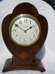 8 day mahogany cased mantle clock