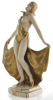 Bohemian Art Deco Dancer Figur