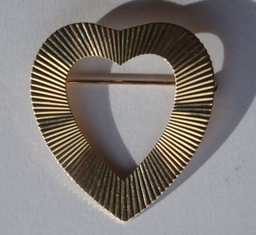 "14CT Gold ""Heart"" shaped Brooch"
