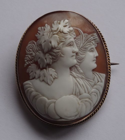 15CT Gold Shell Cameo, Classical Lady