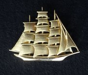 18CT Gold Sailing Ship Pendant Brooch