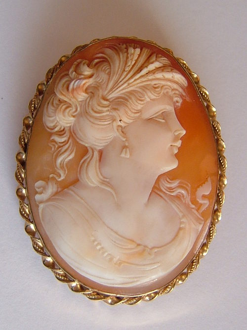 English 9CT Gold Fine Shell Cameo