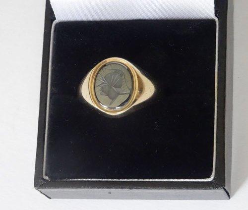 English Gent's 9ct Gold Intaglio Signet Ring
