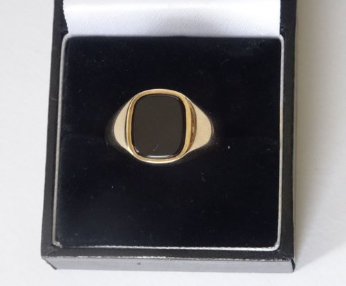 English Gent's 9CT Gold Oynx Set Signet Ring
