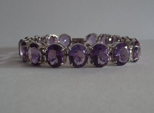 Lovely 9CT White Gold Amethyst Set Bracelet