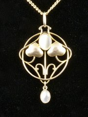 Murrle Bennett 9ct Gold and MOP Pendant, c1910