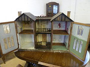 Antique Dolls Houses