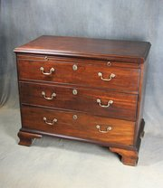 Georgian Mahogany Bachelors Chest of Drawers