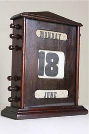 Edwardian Oak Perpetual Desk Calendar