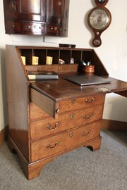 Small 18th Century Oak Bureau U878