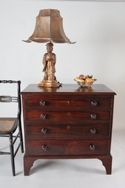 Small Early 19th Century Chest of Drawers U950