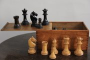Vintage Boxed Staunton Chess Set V157
