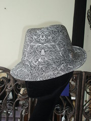Black/White print trilby