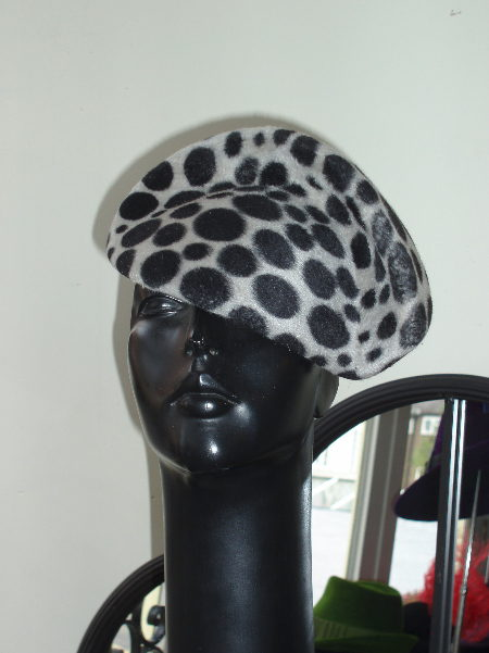 Black spot shaped beret